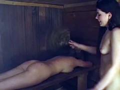 Красивая девушка залита спермой порно фото