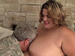Толстушки оральный секс фото, порно видео мужчины толпой кончают на лицо девушке