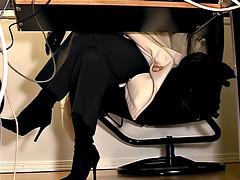 Espiando debajo del escritorio - 3 10