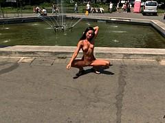 sluchayniy-striptiz-na-publike-onlayn-video-smotret-porno-konchayut-anal-i-vrot