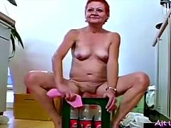 stariki-trahayut-bryunetku-porno