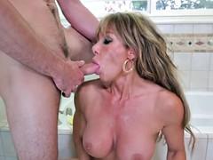 Мамочка принимает душ порно, порно винтаж для айпад